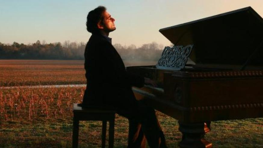 """We need freedom for true art"": Interview with Syrian pianist Malek Jandali"