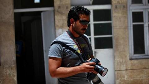 Hamid Khatib holds Nour Kelze´s camera. Source: Khatib´s facebook page.