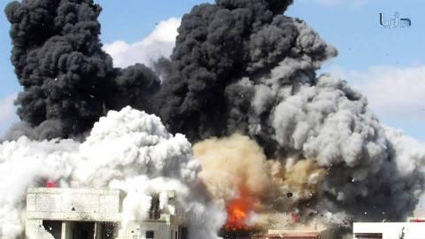 دخان متصاعد من برميل متفجر رماه النظام فوق مدينة داريا. المصدر: الذاكرة الإبداعية للثورة السورية