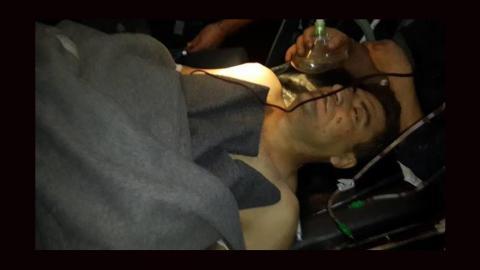 صورة الناشط الإعلامي رائد فارس بالمستشفى. المصدر: صفحة سيلفيا خوري على الفيسبوك
