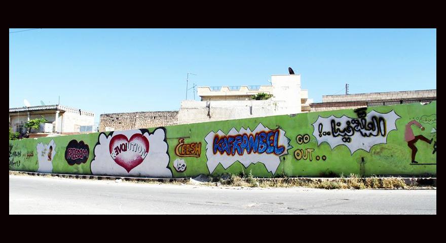 مجموعة لوحات غرافيتي على جدار من كفرنبل