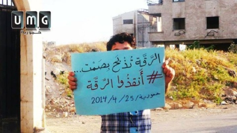 صورة لفتى من مدينة حمورية بمدينة ريف دمشق ضمن فعالية الرقة تدبح بصمت ... المصدر صفحة الفعالية على الفيس بوك
