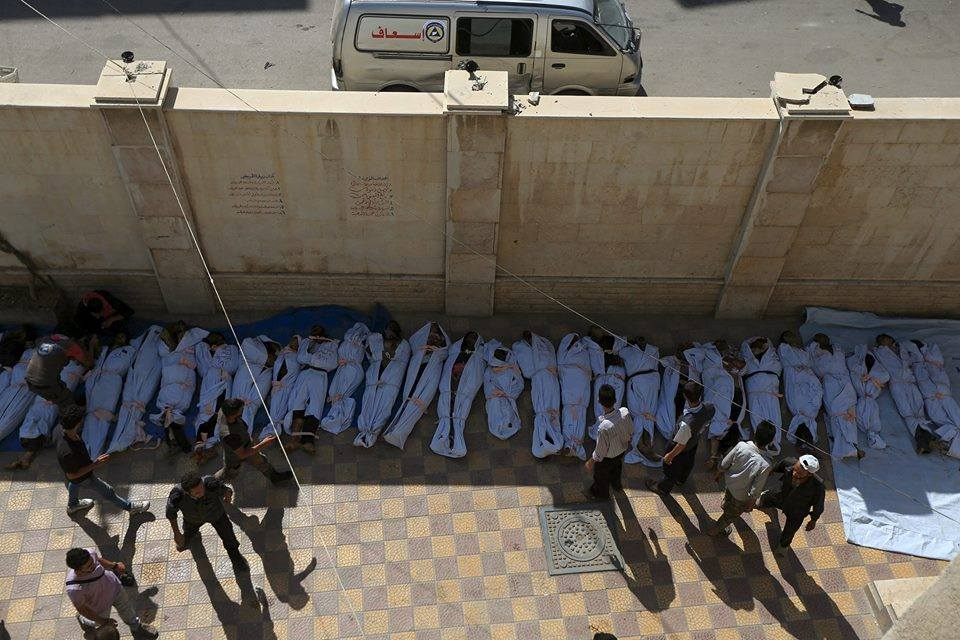صورة لبعض ضحايا المجزرة. المصدر: الدفاع المدني في مدينة دوما