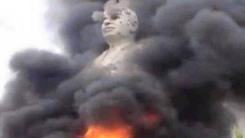 """تمثال """"خمسة شاورما"""" في ذمة التحطيم"""