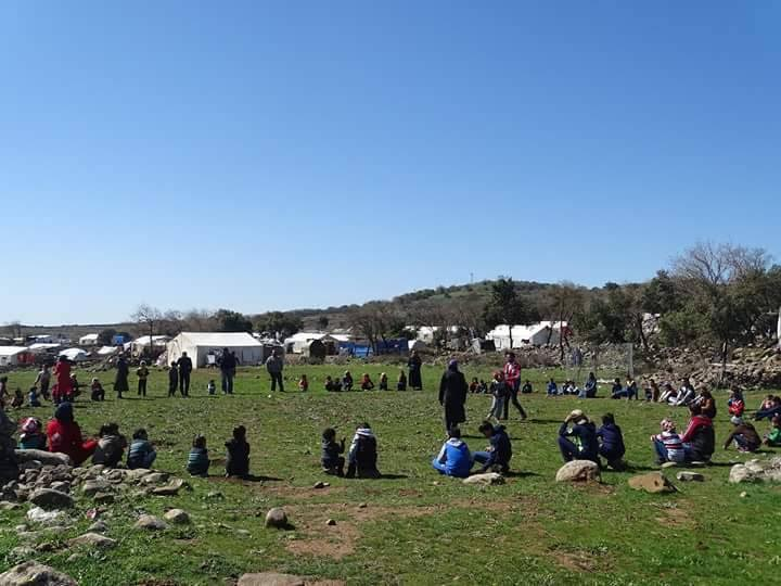 أحد نشاطات المجموعة مع الأطفال في ريف درعا. المصدر: بلال الغمره - خاص حكاية ما انحكت