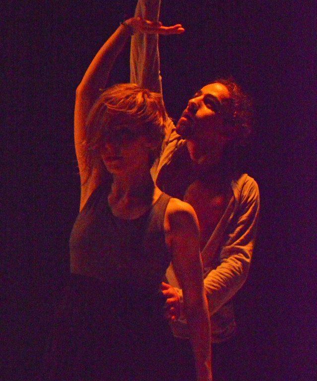 حسن رابح مع الراقصة لانا فهمي في فرقة سيما، مسرح بابل، 2013، المصدر: صفحة الفنان، فيسبوك.