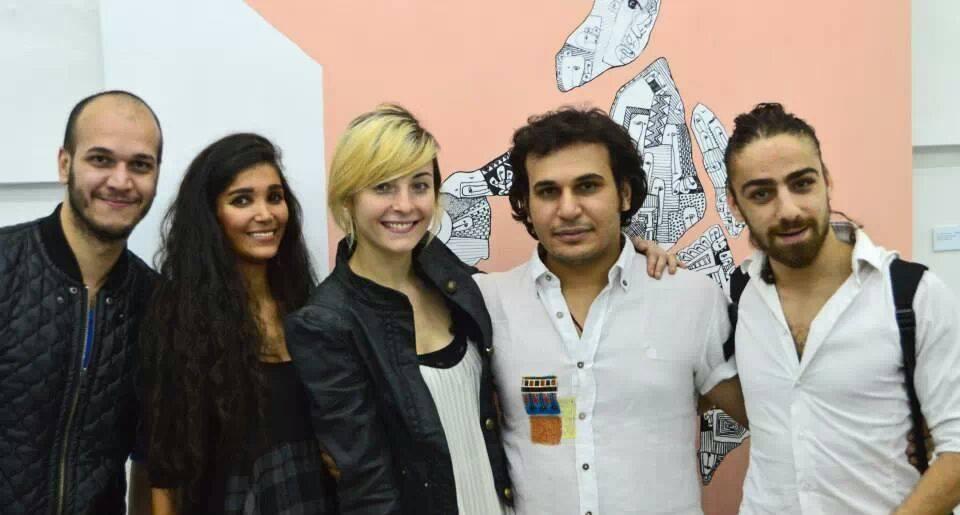 حسن رابح مع أصدقائه، المصدر: صفحة الفنان، فيسبوك.