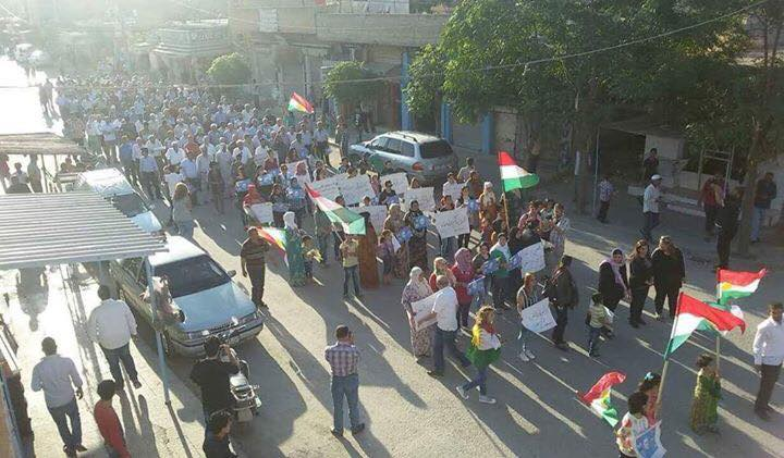 مظاهرة في عامودا ضد حزب الاتحاد الديمقراطي بتاريخ 13أيار 2016. المصدر: إذاعة آرتا إف إم