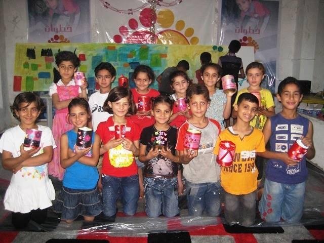 جلسة فنون تطبيقية نظمتها مؤسسة خطوات، دير الزور، الميادين، 2014، المصدر: خاص حكاية ما انحكت.