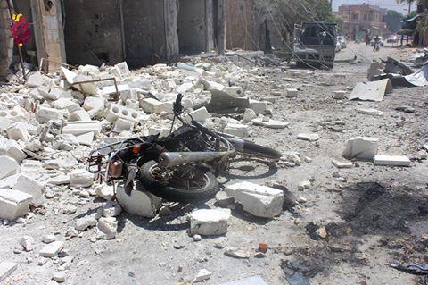 قصف إحدى الشوارع في حلب، 01/08/2016 المصدر: شبكة الثورة السورية.