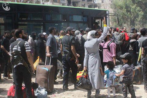 أهالي مدينة داريا يستعدون للخروج من المدينة بتاريخ 26 أغسطس 2016/ المصدر: المجلس المحلي لمدينة داريا