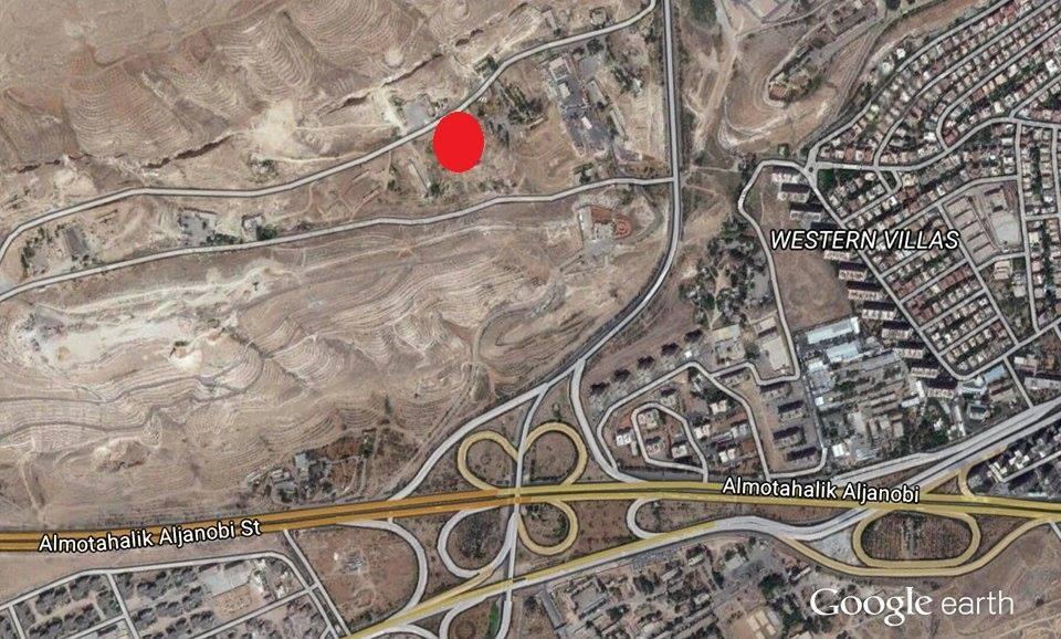 النقطة الحمراء هي مكان معتقل الفرقة الرابعة، وفقا لمعلومات مصعب