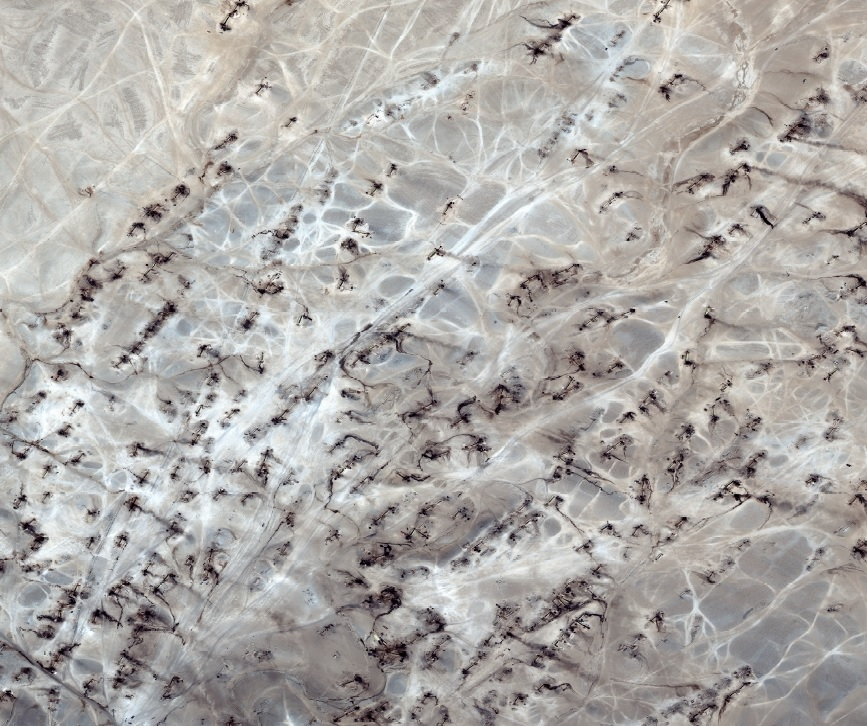 [Photo: Close-up view of makeshift oil site, Deir ez-Zor Syria, 2014 (Digital Globe via UNOSAT)].