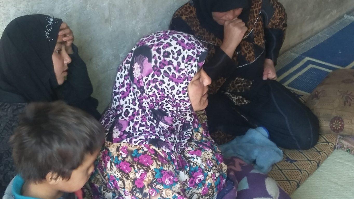 صورة لأرامل يعشن ظروفا معيشية سيئة في ريف إدلب. تصوير: هدى يحيى/3 نوفمبر 2016/ خاص حكاية ما انحكت