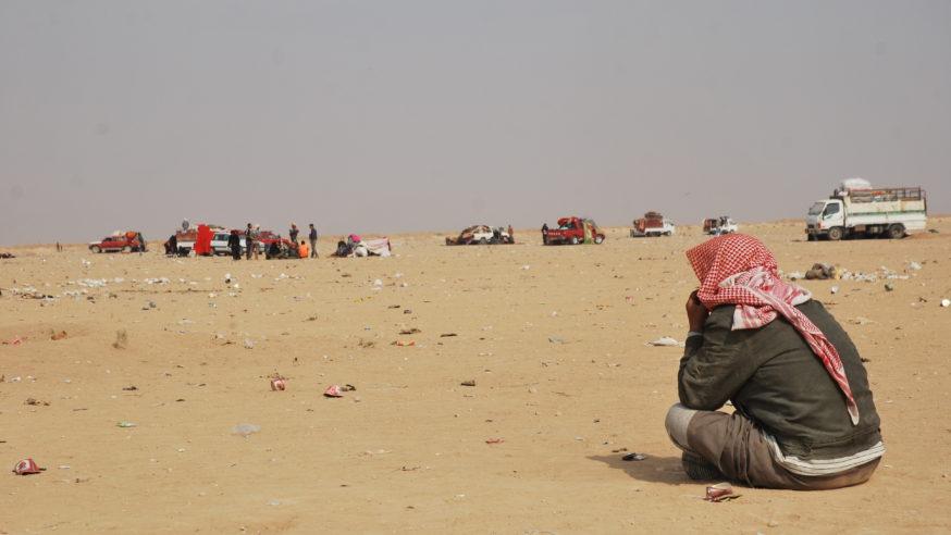 سكّان دير الزور يختبرون الحصار ومرارة الترحّال