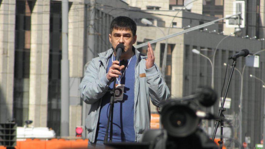 المعارض الروسي دافيدس: الأسباب التي تجعل المجتمع الروسي صامتاً معقدّة